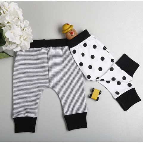 Match this comfy diaper leggings with tee and booties to complete the look.